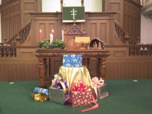 Advent Wreath, Christmas Boxes & Carved Nativity